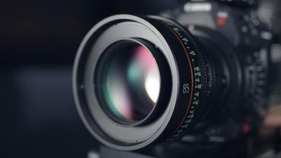 zoomed black dslr camera